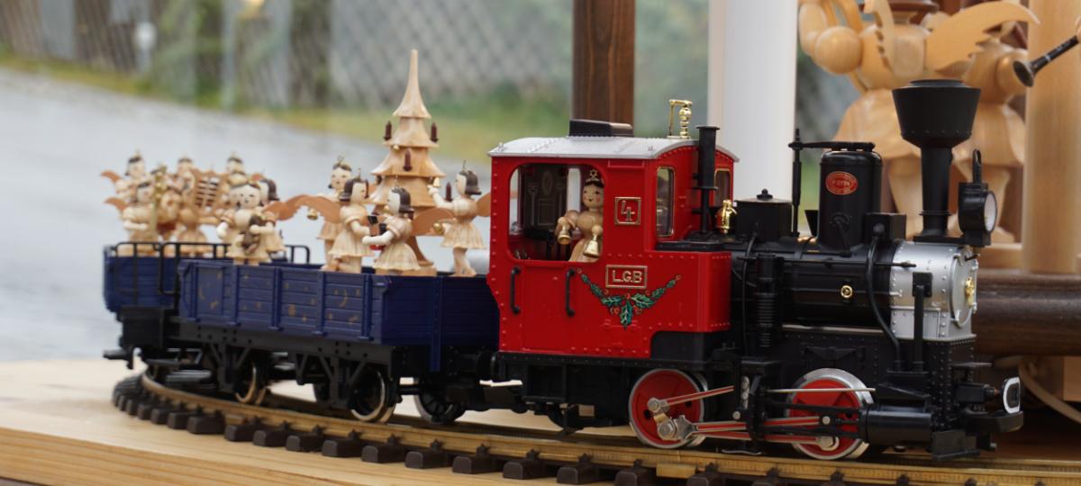 Eisenbahn an Glöckchenpyramide